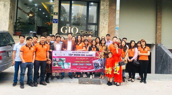 Đoàn từ thiện đến Xóm chạy thận